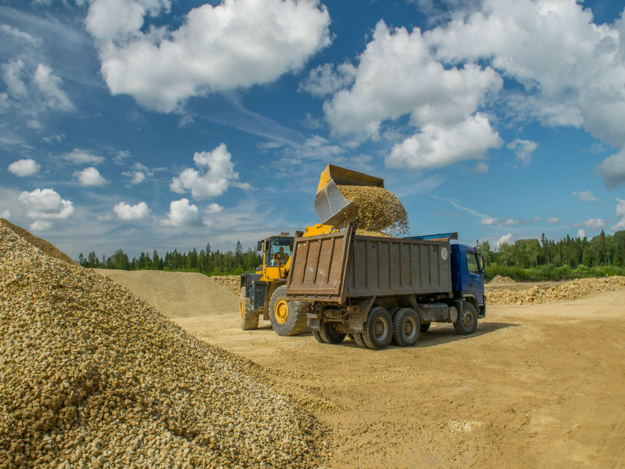 Поставка щебня и песка для укрепления береговой линии